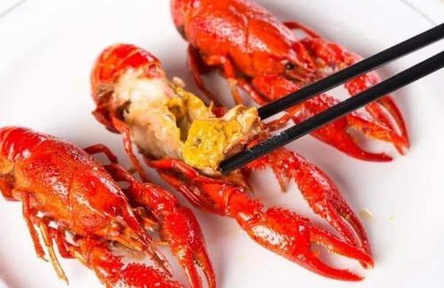 【吃小龙虾的时候,脑袋上黄色的东西到底是什么?很多人吃错了】小龙虾头部