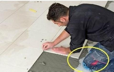 头一次见装修不铺瓷砖木地板,好多人喜欢装这种材料,聪明极了|木地板和瓷砖哪个好