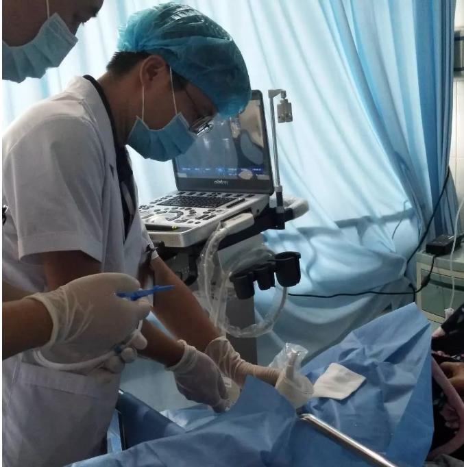 【普医成功开展床旁B超引导下颈内深静脉置管术】颈B超