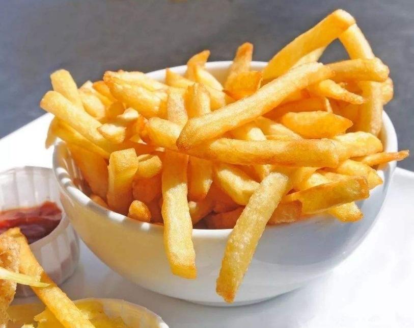 肯德基的炸薯条是怎么做的?大厨教你一招,薯条又酥又脆特好_怎么炸薯