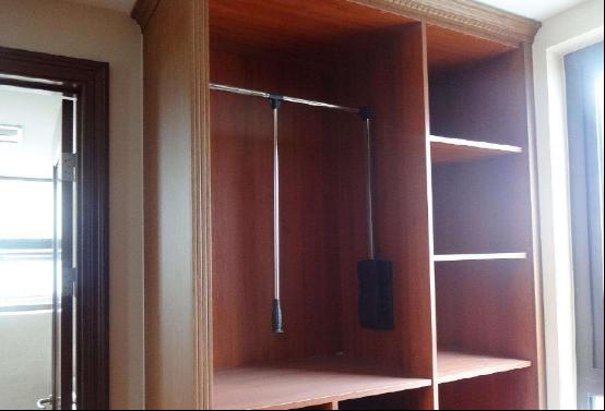 家里做衣柜别用这种板材了,没用多久就变形,后悔不懂事贪便宜_衣柜板材