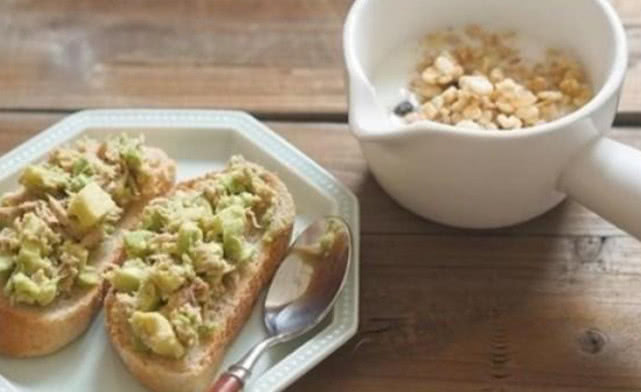 【据说长得胖的人都喜欢吃这五种早餐,越来越胖你还不知道为啥吗?】长得胖没人喜欢