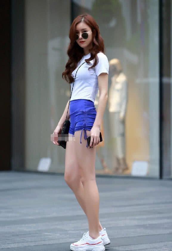 街拍:气质小姐姐女王范出街,牛仔外套披着更好看插图(5)