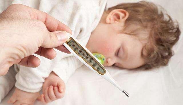 宝宝刚开始发烧,这些事比吃药还重要,很多父母搞错了,别大意:重要的开始