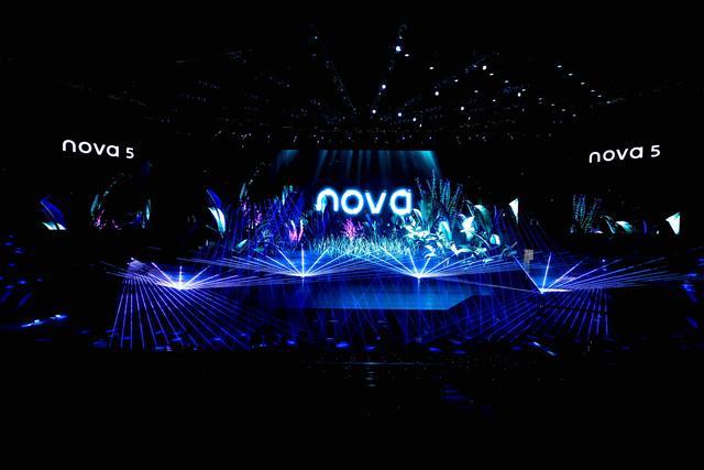 易烊千玺分享拍摄技巧,华为nova5系列引领夜景自拍新时代