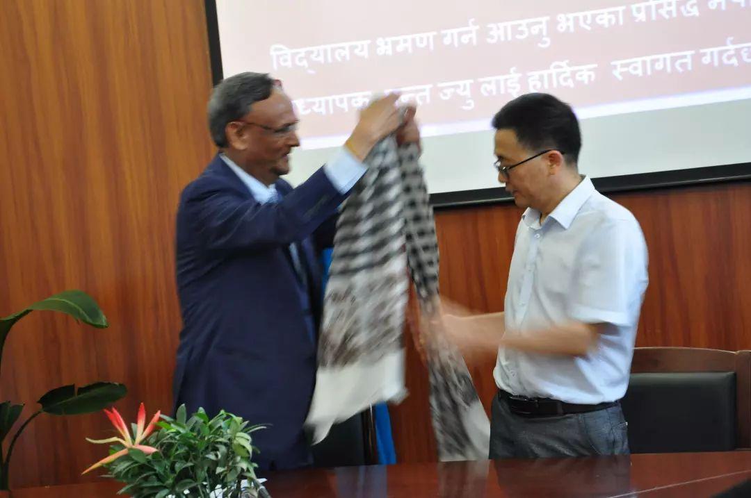 撸�yi!�l#�+_中外校际交流 合作共谋发展——热烈欢迎尼泊尔著名教育家,l.r.i.