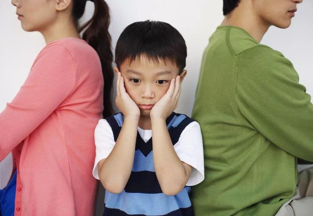 丧偶式育儿为何频遭刷屏?孩子伤害知多少?其实打小就有了
