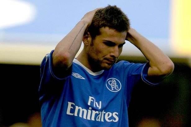 他是第一位公开质疑穆里尼奥的球员,也是一个被宠坏的孩子