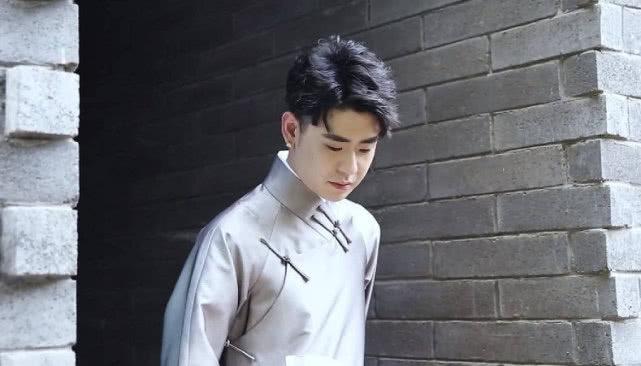 张鹤伦演唱张云雷的专属歌曲遭怒批,粉丝称蹭热度永远火不了