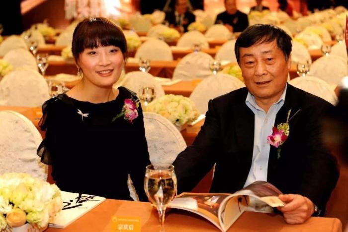 42岁蹬三轮卖冰棒创业成功!三次登顶中国首富,不向银行贷一分钱