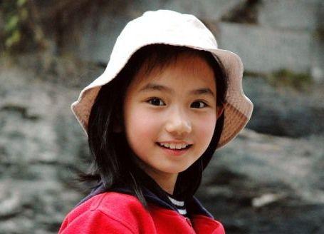 她7岁出道是林妙可闺蜜,高考633分考入清华,24岁近照曝光颜值高