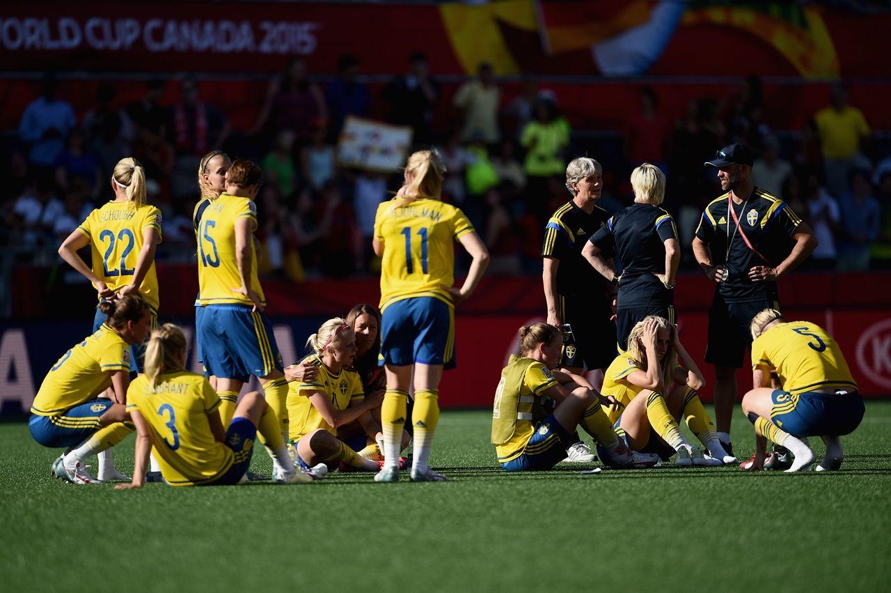 加拿大女足小组赛也是前两轮拿到3分,最后一轮小负荷兰,球队虽然进攻