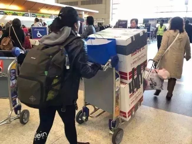 中国移民局:外国人或已经入外籍的华人,访华时务必24小时内报备