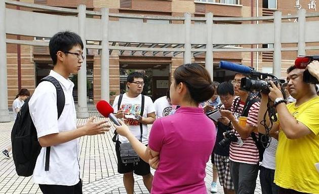 父母985毕业,儿子今年高考705分,清华北大抢着要