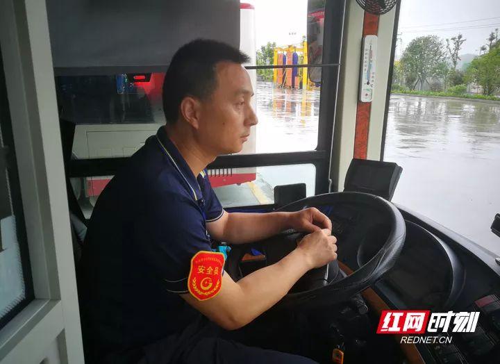 一号站娱乐:【资讯】传播正能量:最帅公交