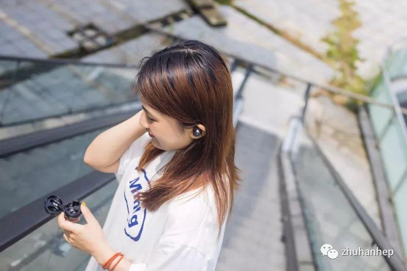 亚洲美女狠狠的撸_这是一次诚意满满的升级:简评新版hifiman tws600