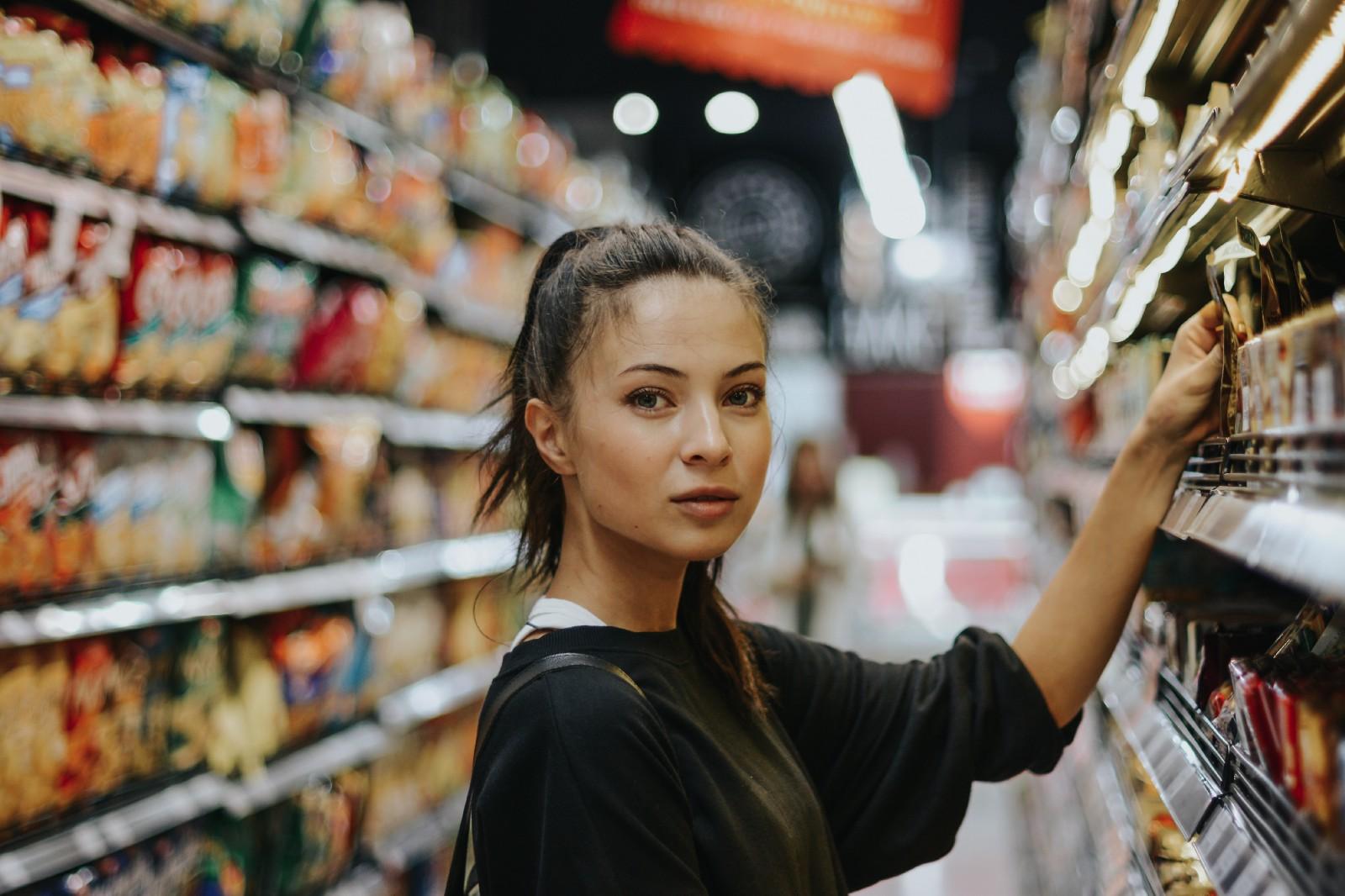 为降低盗窃损失,沃尔玛为 1000 家门店装了 AI 相机