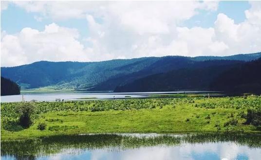 香格里拉县位于云南省西北部的滇,川,藏