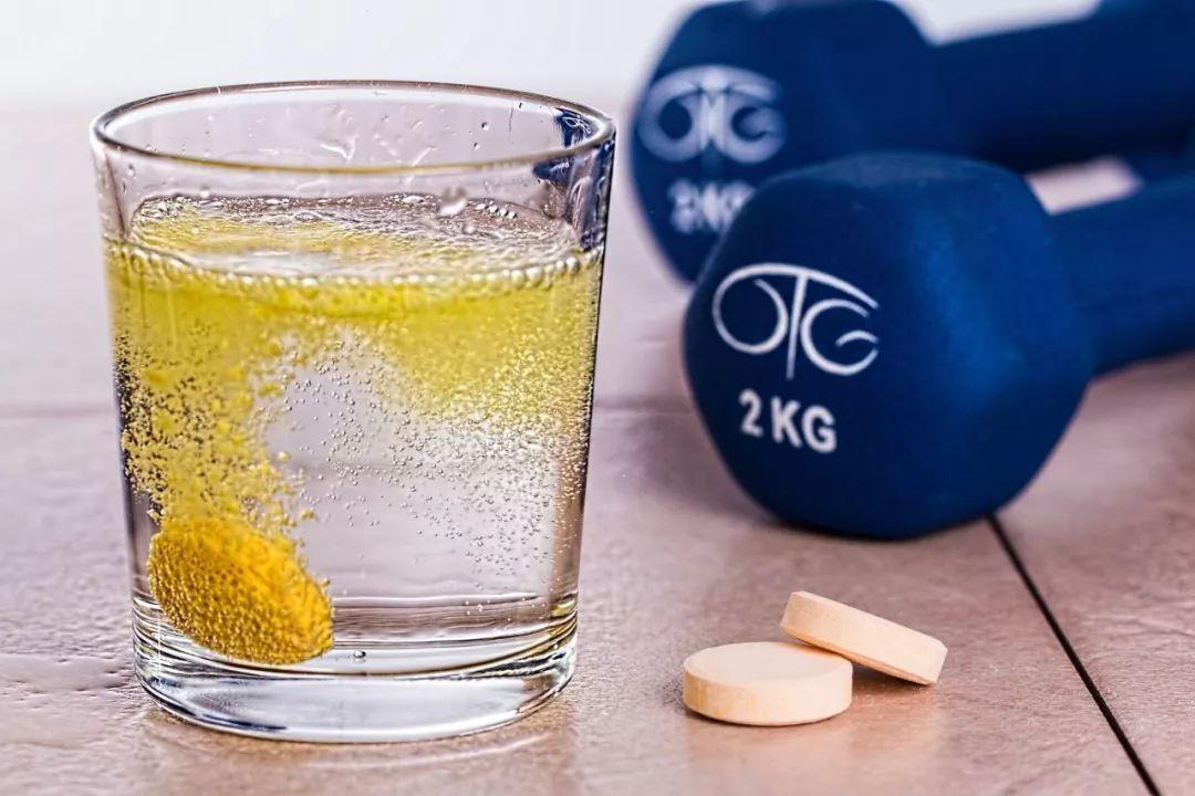 吃维生素C可防感冒?答案和你想的不一样!吃多了当心诱发痛风!