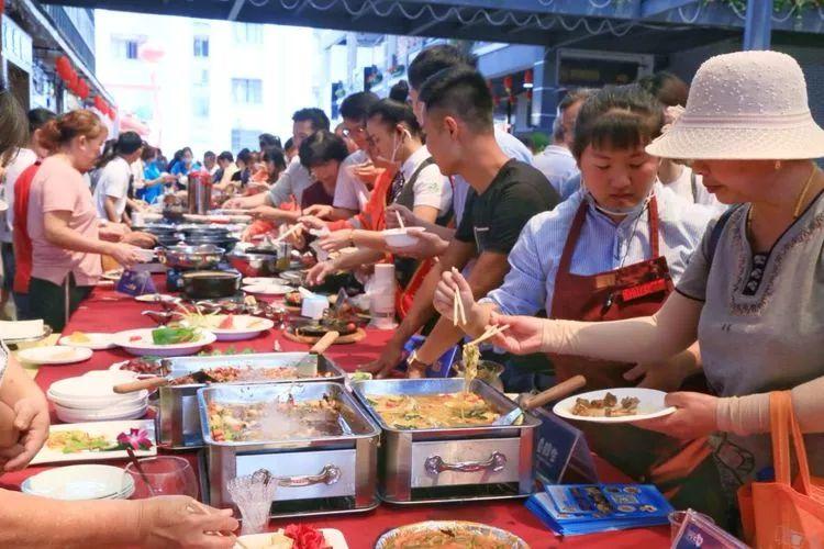 旅游 正文  海口人能吃辣的超級能吃辣!黃燈籠辣椒拌飯請了解下.圖片