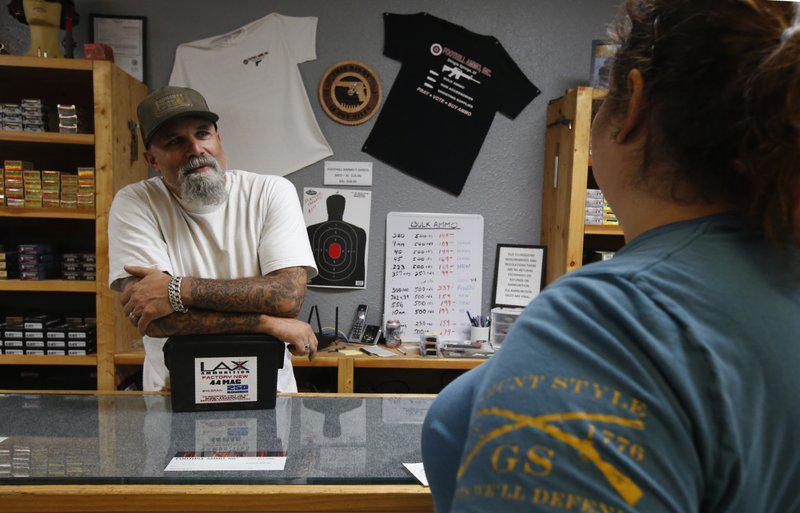 美国加州新规7月生效 采购枪支弹药时需调查背景
