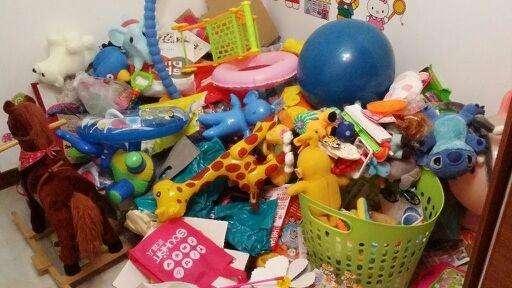 原創             小孩无需的物品,一張糖纸都不许扔,自小教小孩断舍离实在太关键