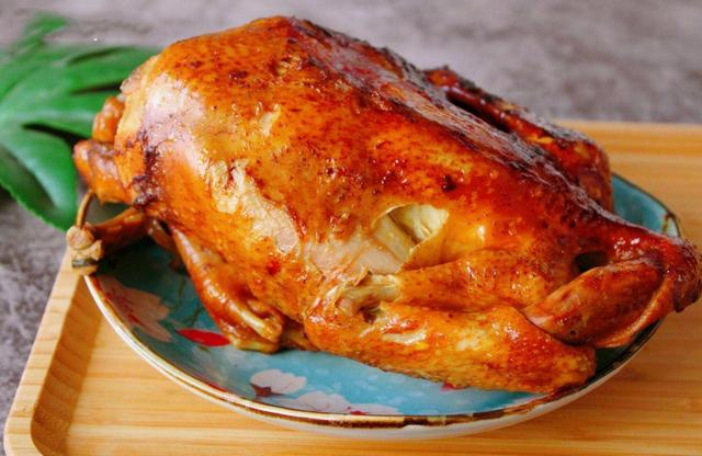 原創             仅用电饭煲,没放一点儿水,家里就能作出皮焦肉嫩的冠军烧鸡