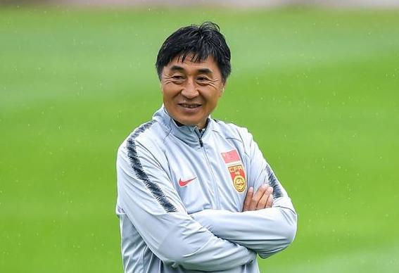下课!三流教练压制一流球星,中国女足输球原因全怪他?