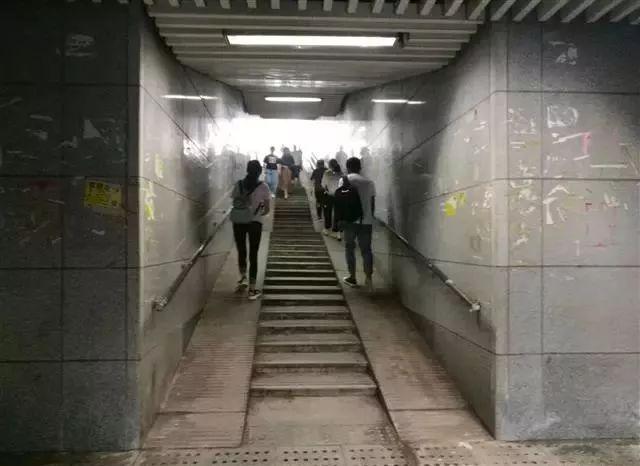 武汉丨职校男学生地下通道内猥亵女乘客被拘15天,手机里还发现很多不雅视频(图3)