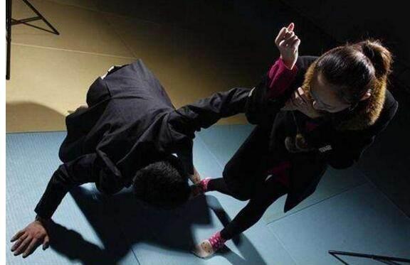 女子被陌生男毆打具體什么情況?女子被陌生男毆打事件始末
