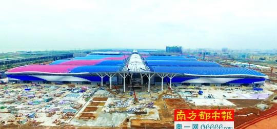 据了解,该互通工程的建设将对大空港地区、宝安区乃至整个深圳市的经济社会发展产生巨大的促进作用。而该项目在规划建设之初,就将宝安区、深圳市列为项目的重点影响区,并将大空港地区作为项目直接影响区。 同时具备海陆空硬件设施的区域 深圳国际会展中心落子深圳市宝安区,具备先天优势。宝安是全国为数不多的同时具备海陆空硬件设施的区域,海陆空铁四维立体交通网络为宝安作为城市新客厅提供了支撑。可以预见,不久的未来,这里或将成为人流、物流、信息流、资金流的汇集地。在市委市政府的规划中,深圳国际会展中心以会展为核心驱动战略,