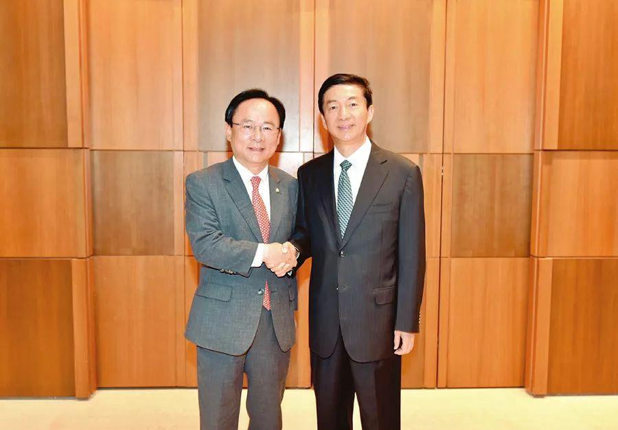 会见韩政要和著名企业负责人 出席投资贸易恳谈会和