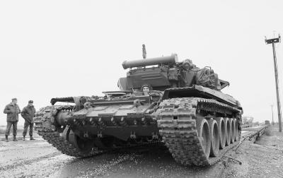 """紅海行動》里的武器裝備:""""坦克大戰""""也瘋狂"""