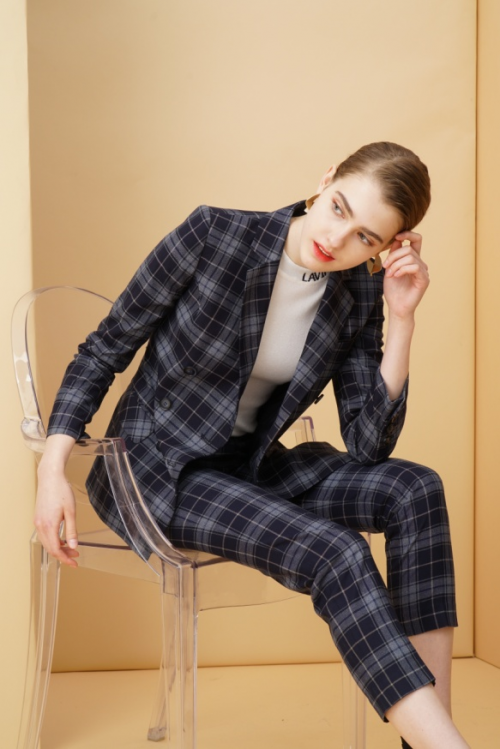 Lavinia女装2019秋季新品发布邀请您一起静虑时光!