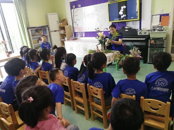 别样的课堂诺亚舟活动桐乡市庆安小牛津幼儿园家长助教教育调色衣服教程图片