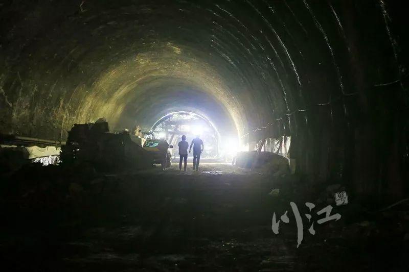 玉蟾山隧道打通,年内泸州将再添一条去重庆的高速公路cad图纸m8020图片