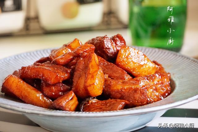 夏天红烧肉就该这样做,不加一滴油,肥而不腻,色香味俱全
