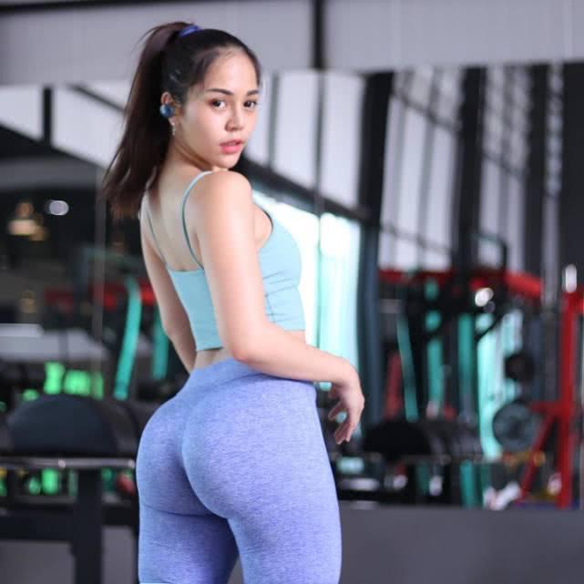 殺馬特女孩決定改變自己,開始健身訓練,5年練出凹凸有致身材