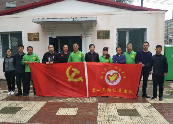 黑龙江省佳木斯市爱心飞翔公益团队关爱老党员