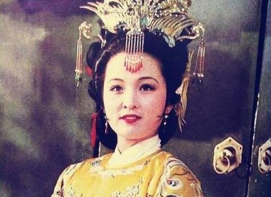 【薛宝钗】是她入宫的关键,日后却成为她晋升之路的绊脚石元春隐藏的优点