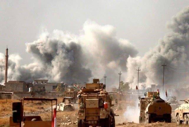 俄三大盟友爆发激战,半个叙利亚重陷战火,美一举逆转中东局势