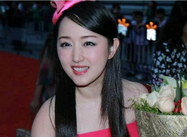 年近50岁的杨钰莹要领证了?两人郎才女貌,网友:嫁得好