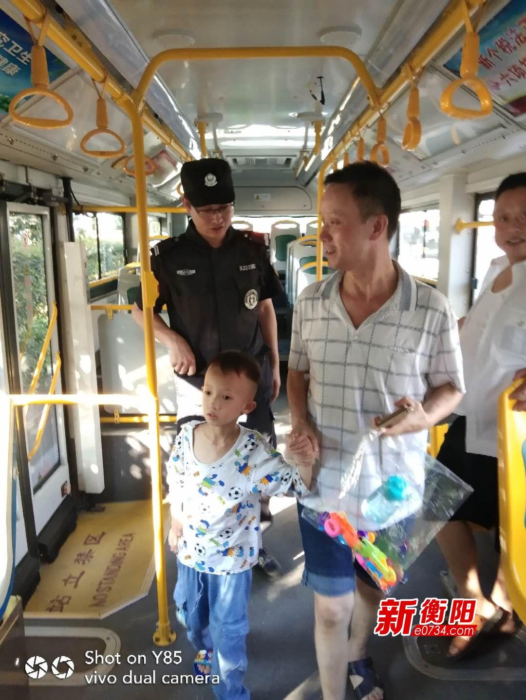 点赞!男童乘公交走失 好心司机报警帮找回家长