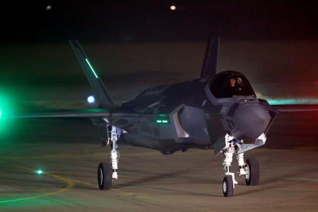 40架战机半夜起飞,兵分三路空袭伊朗基地,给美国出了口恶气