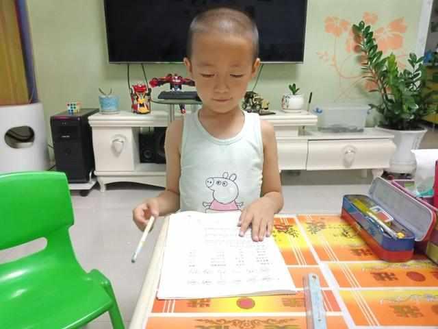 孩子说:妈妈上学好累,我不想上学了,妈妈的回答让所有家长佩服