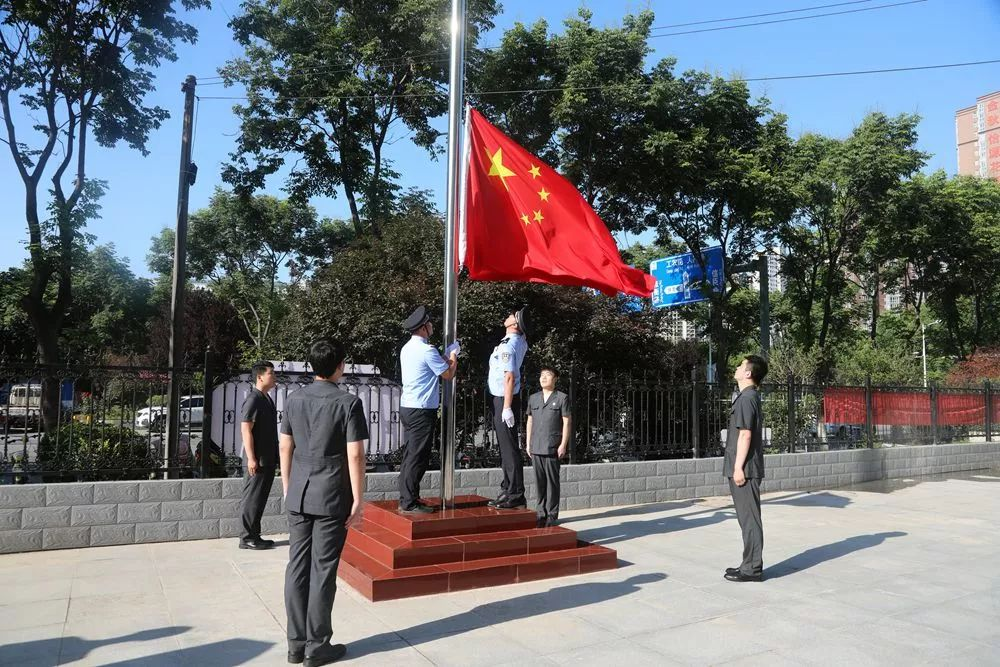 南阳高新区法院举行升国旗暨宪法宣誓仪式