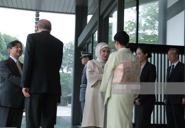 55岁雅子皇后和土耳其第一夫人同框!穿浅绿传统服饰尽显优雅端庄