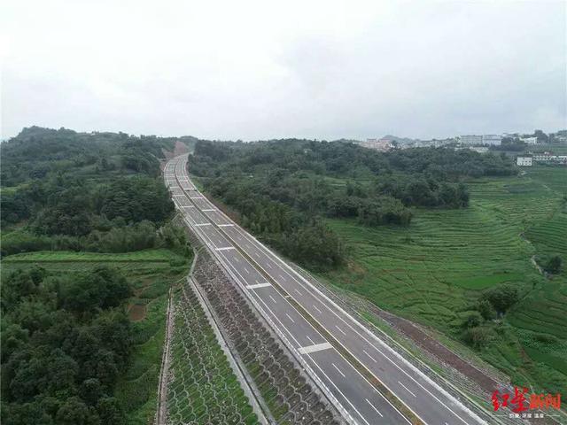 纳黔高速公路兴文连接线二期通车,前往兴文石海又多了条路