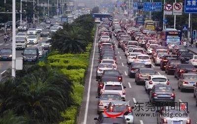 "<b>很多人关心的""国六""排放标准将实施!东莞交警最新回应来了…</b>"