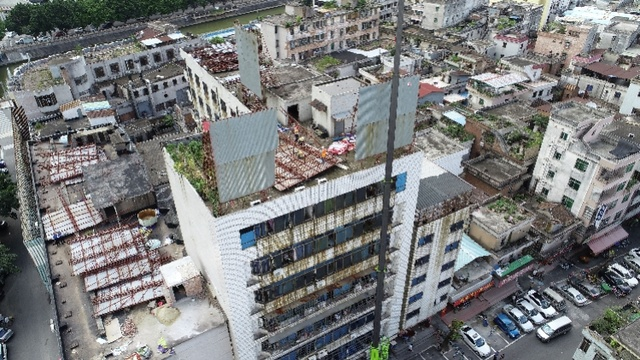 东莞莞城开展专项整治行动,拆除3处违法户外广告